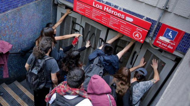 Democracia, mercado y consumidores y consumidoras: las tarifas que no escuchan a la gente